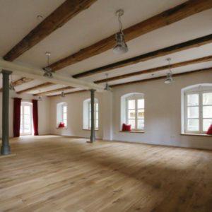 Stilvoller Raum mit flexibler Nutzung
